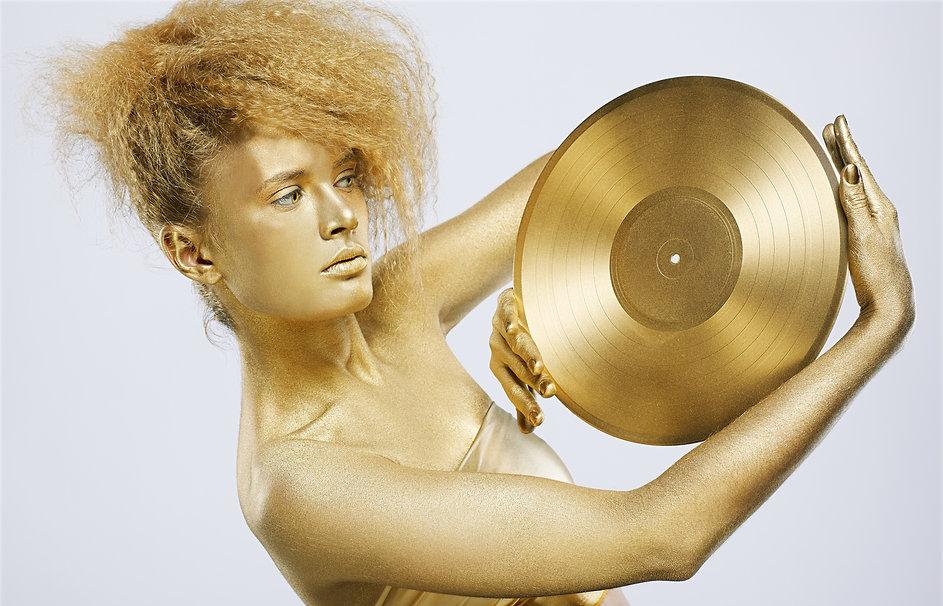 portrait of girl with golden bodyart hol
