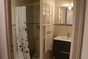 gite-etape-cathare-salle-de-bain-1.jpg