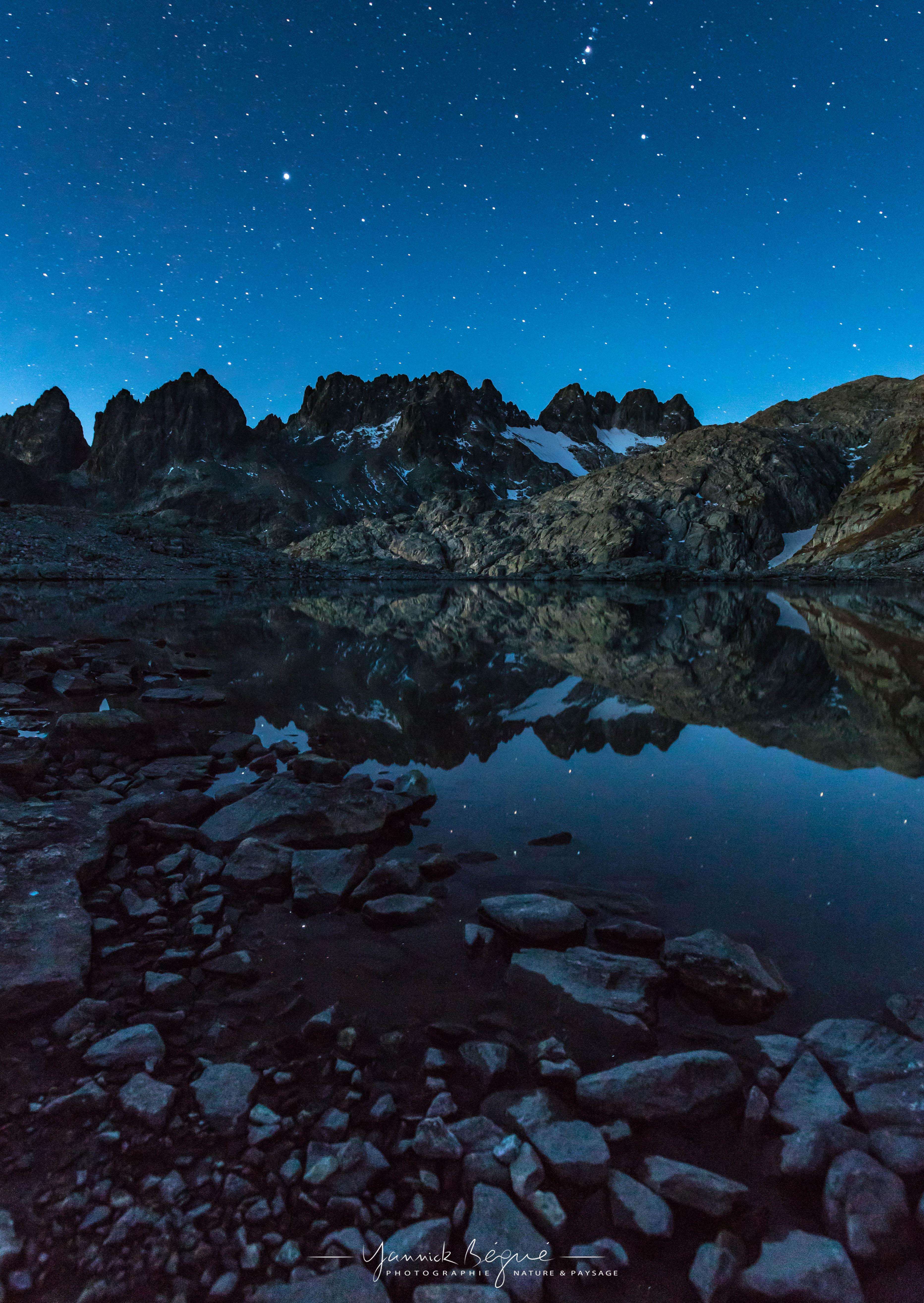 Nuit sur le lac de la croix
