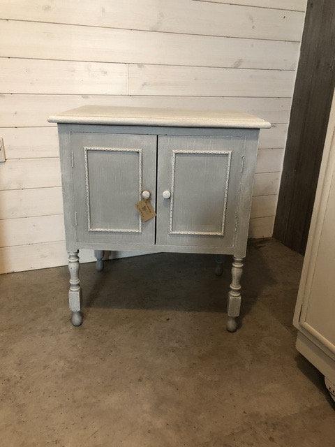 Small cabinet / cupboard