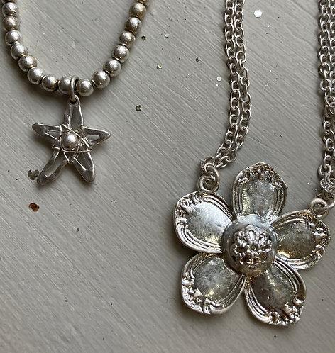 Costume jewellery- short necklace