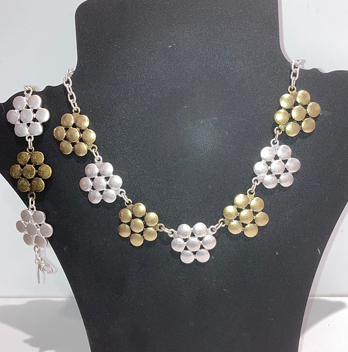 Costume jewellery; necklace and matching bracelet sold seperately.