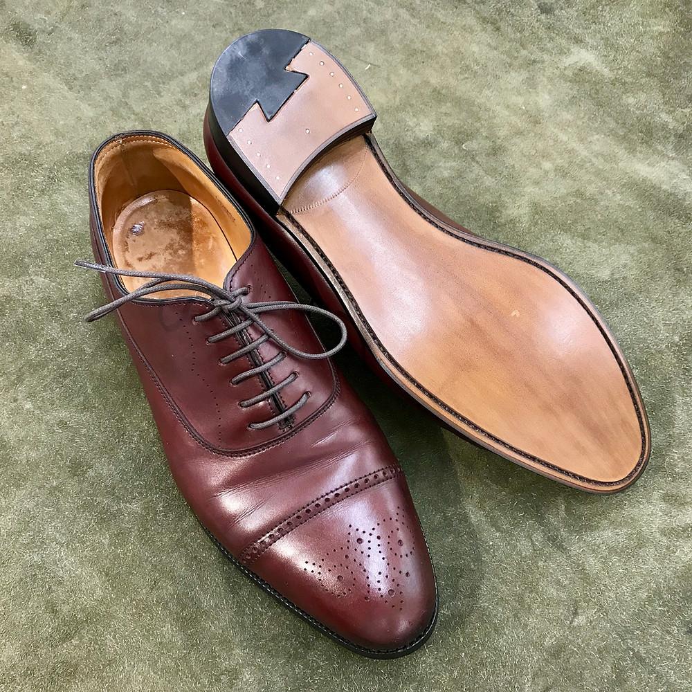 ジョンロブの宅配集荷靴修理ならシューシャインワークスにお任せください。