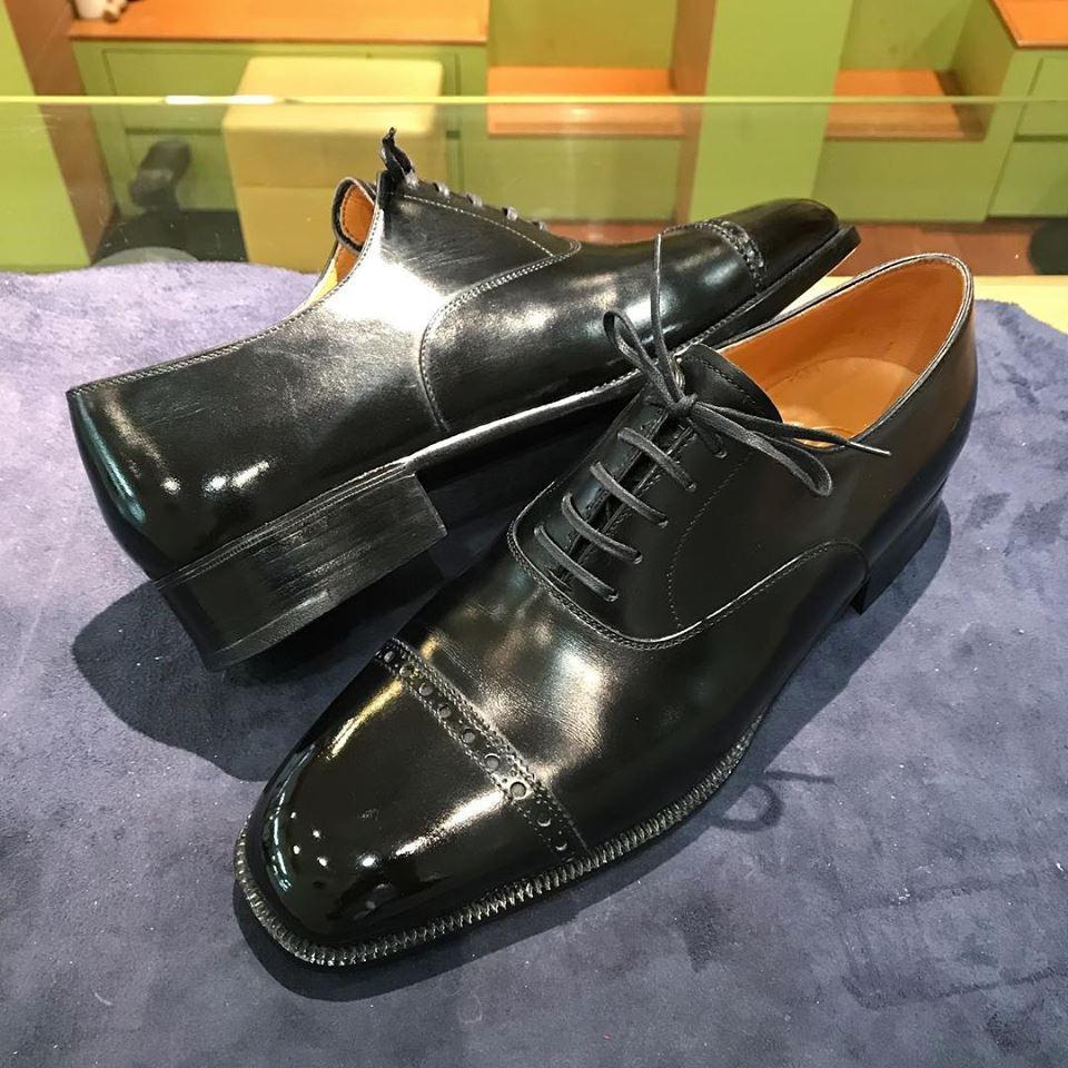 ガットの宅配集荷靴磨きシューシャインワークスにお任せください。