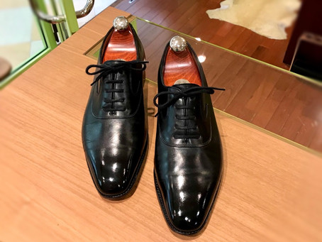 ジョンロブの靴磨き