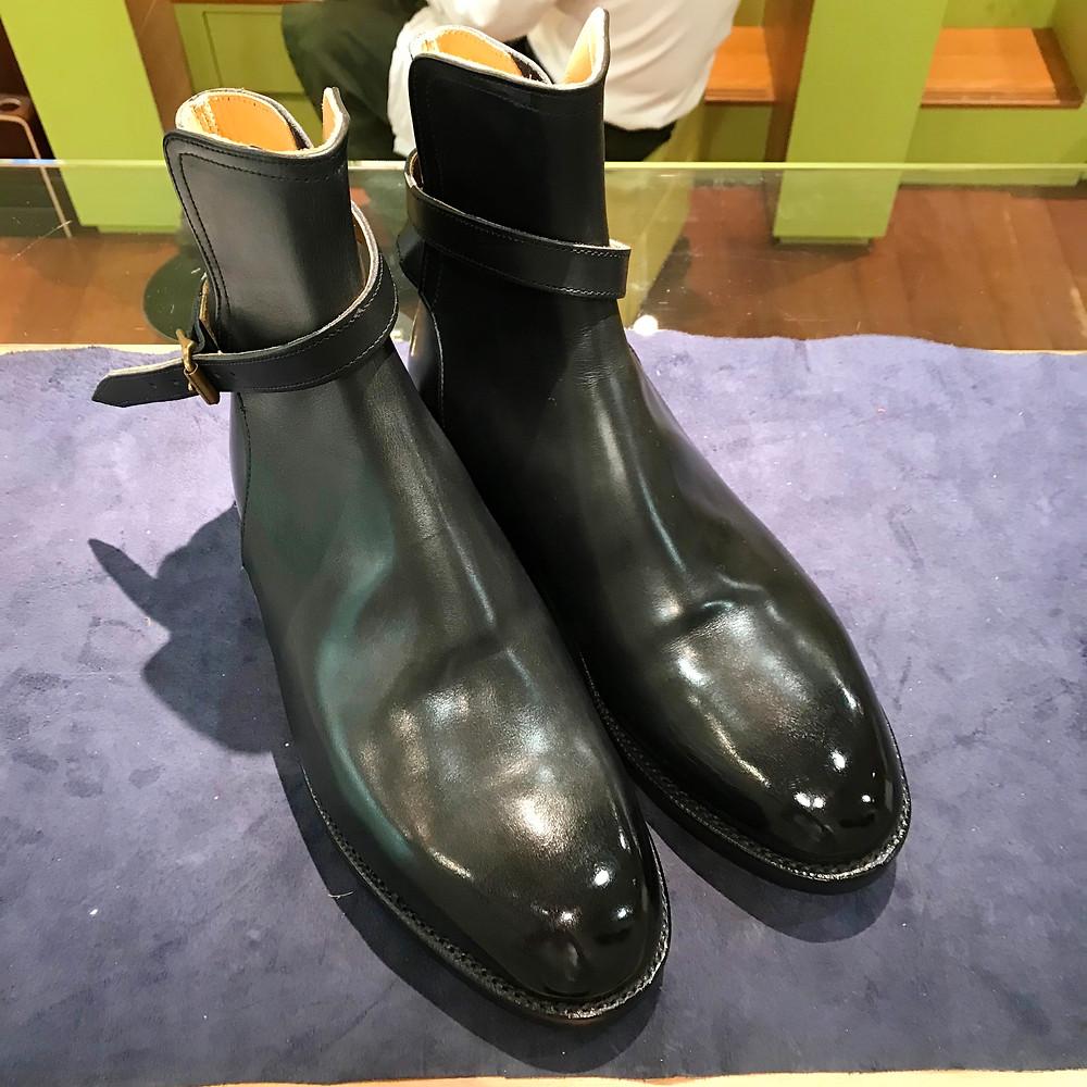シュナイダーブーツの靴磨きならシューシャインワークスにお任せください。