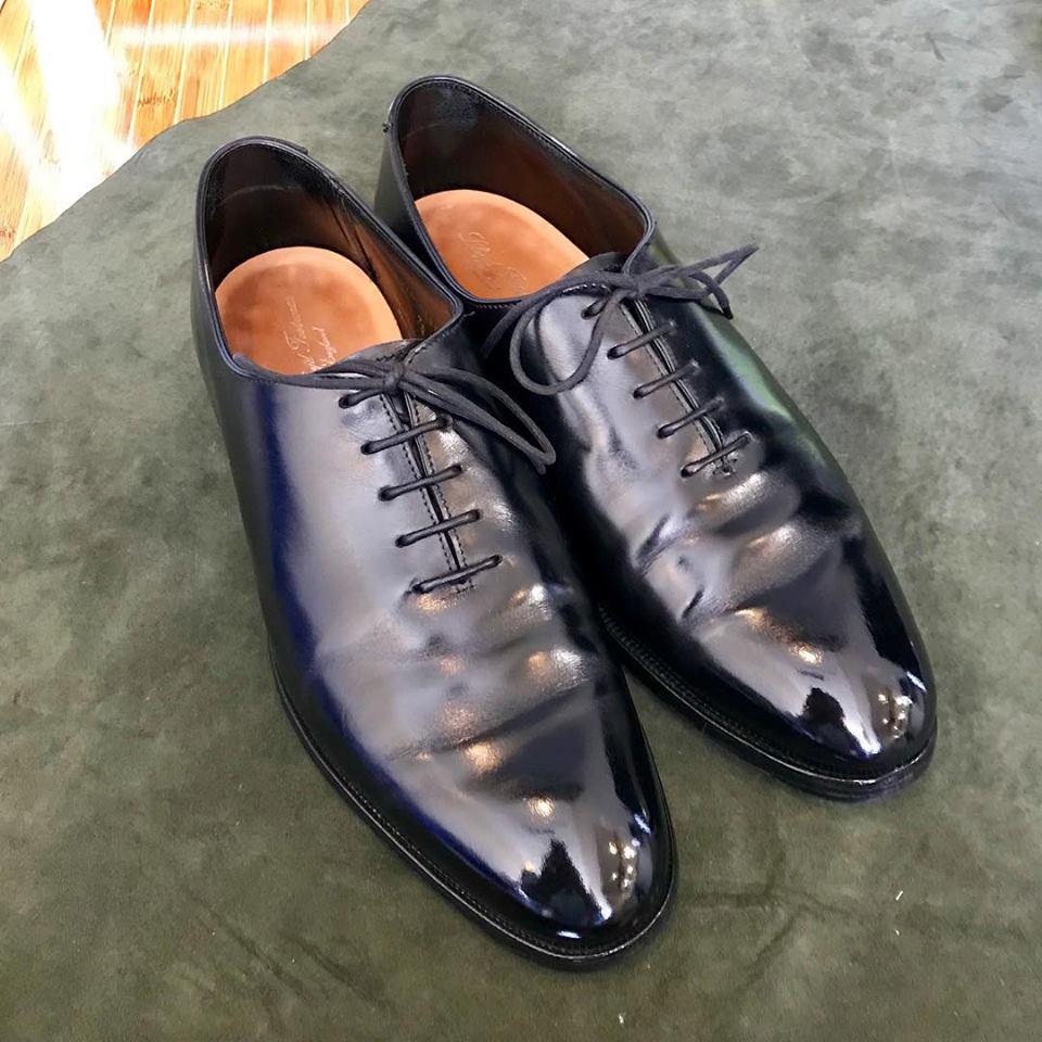 ロイドフットウェアの宅配集荷靴磨きならシューシャインワークスにお任せください。