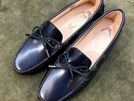 TOD'Sのドライビングシューズのプレケア靴磨き