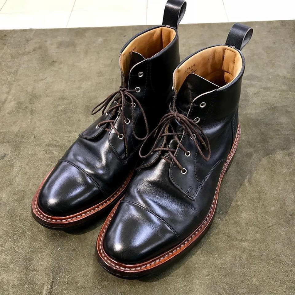 トリッカーズの宅配集荷靴磨きならシューシャインワークスにお任せください。
