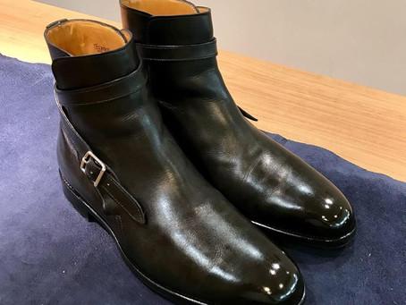 John Lobb のジョッパーブーツの鏡面靴磨き