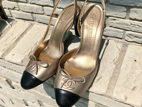 CHANELの夏映えゴールドバックストラップ靴磨き&クリーニング