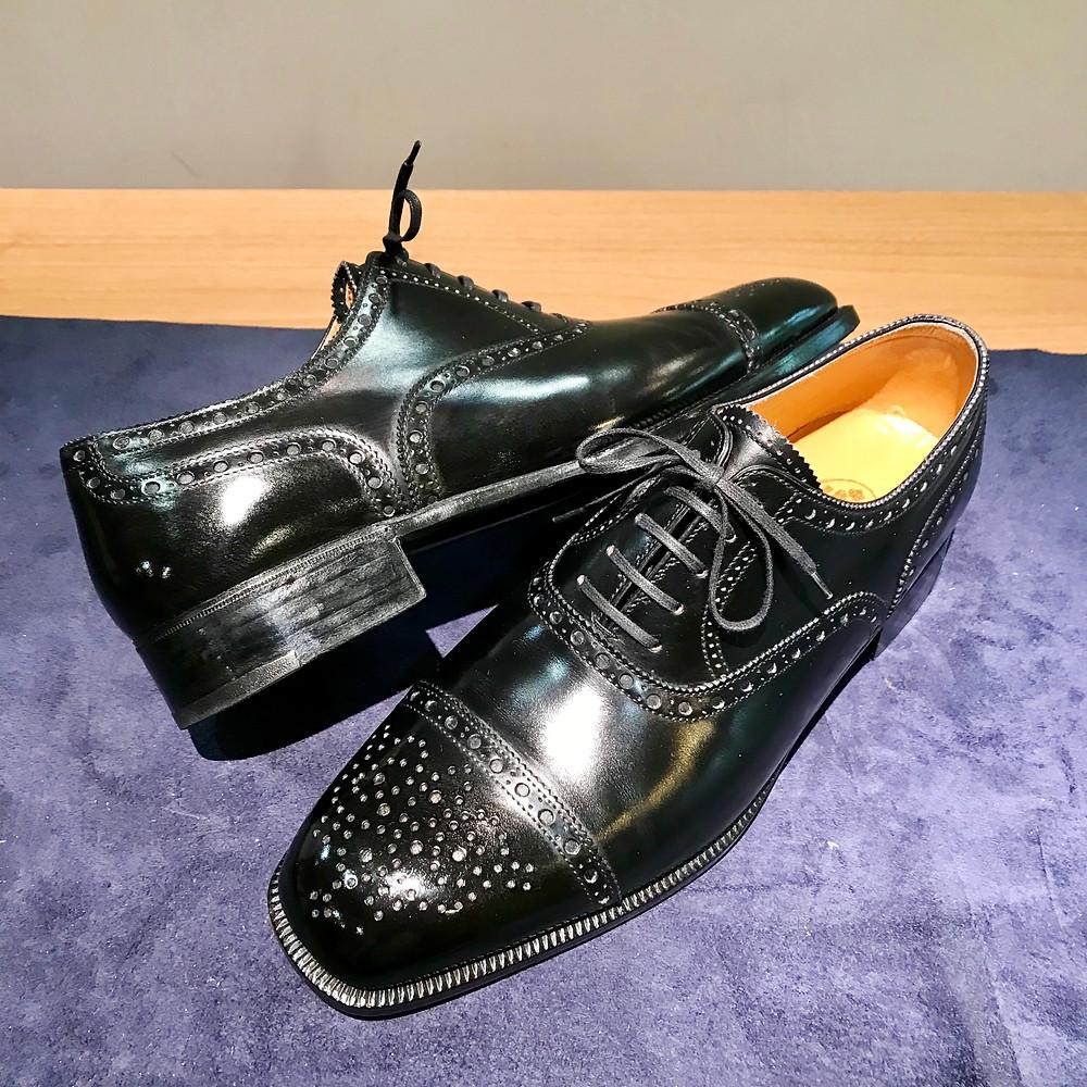 ビスポークシューズの靴磨き修理ならシューシャインワークスにお任せください。