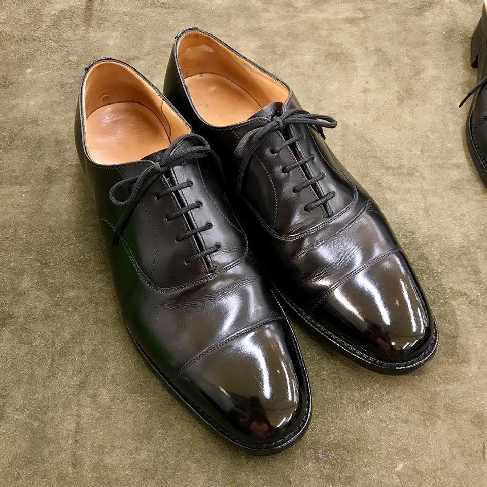 チャーチの宅配集荷靴磨きならシューシャインワークスにお任せください。