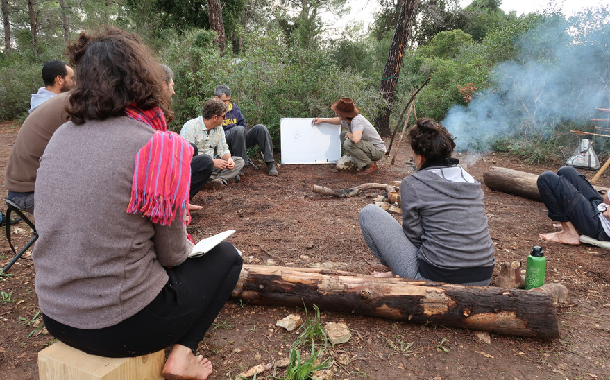 הכיתה של קורס הקשתות במעבה יער בכרמל