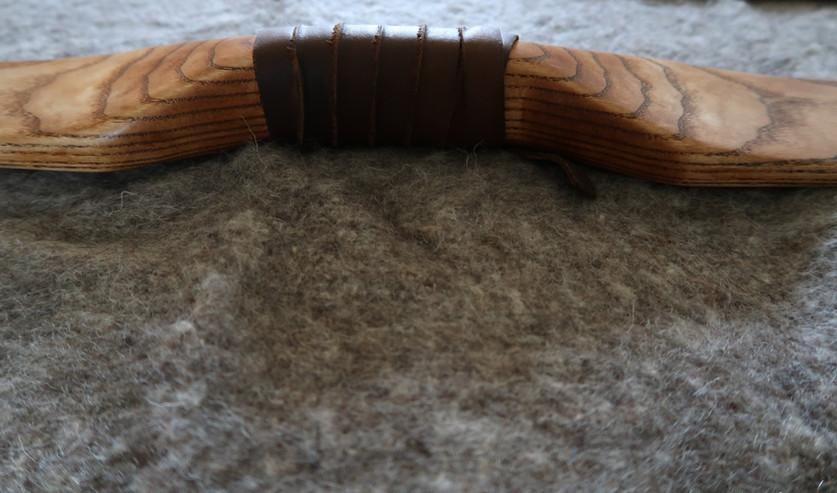 קווי 'טופוגרפיה' בידית של קשת מסורתית בע