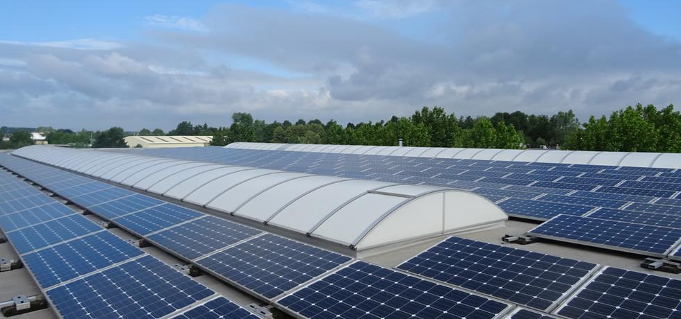 5000 m² werkplaats voorzien van energie door 400 zonnepanelen