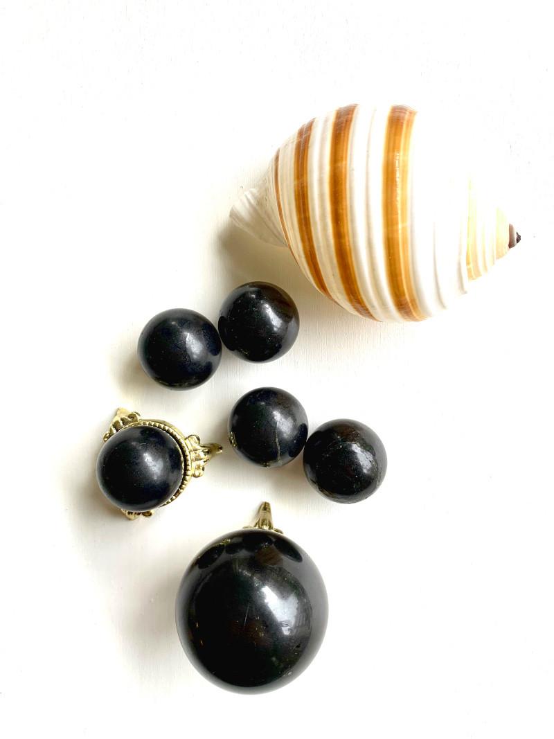 Shungite spheres