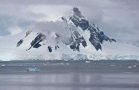 antarctica_sea_landscape_floating_chunks