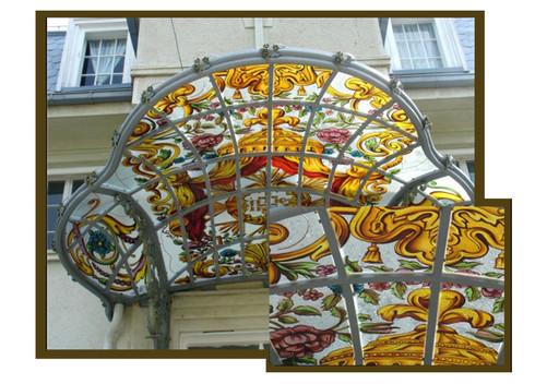Vitralii cupola Hotel.jpg