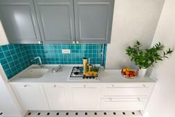 Tiny kitchen 2.JPG