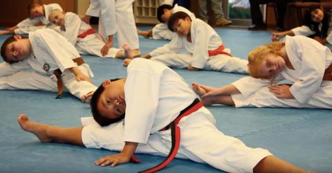 Kids doing splits