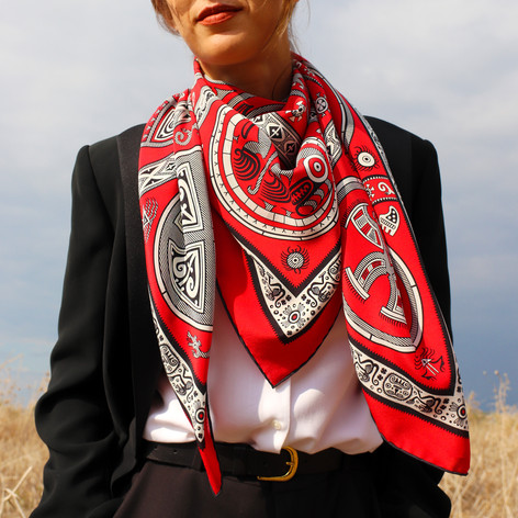 Gran Coclé empire, anath silk fashion, silk scarf, 100% silk, made in italy, hand rolled edges, crepe de chine, red, black, white, outdoor, wind,