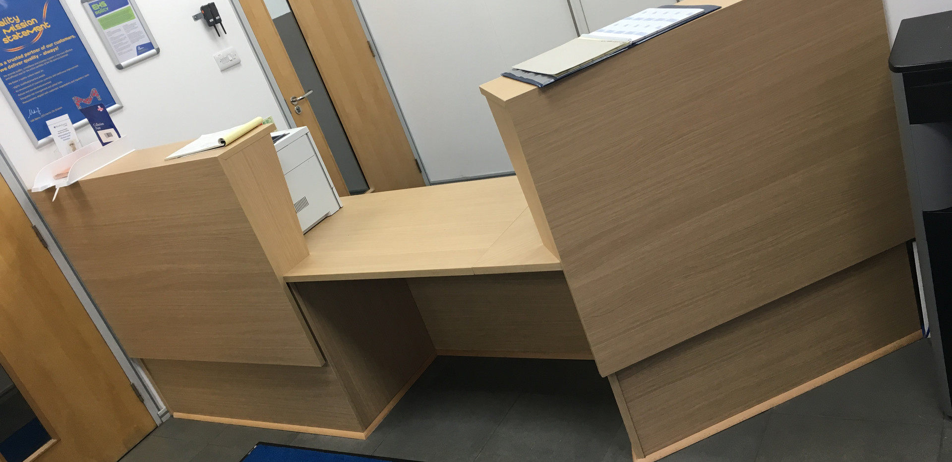 Made to measure fitted reception counter