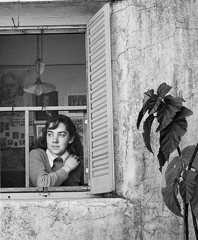 María_Elena_Walsh_por_Grete_Stern,_1947.jpg