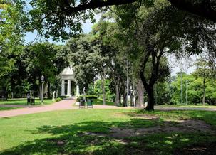 Más de 350.000 porteños viven lejos de un parque o plaza