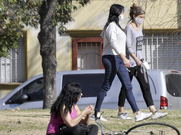 Un estudio demostró que el miedo a salir de casa disminuye a mayor nivel educativo