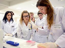 Estudiantes secundarios se hacen científicos por un día