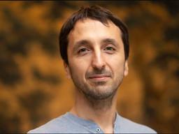 El científico argentino premiado por estudiar a las abejas