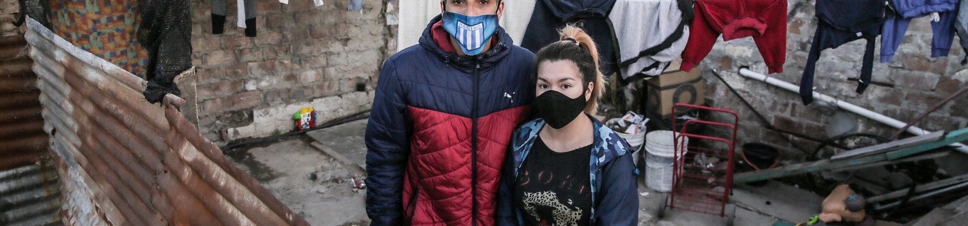 """""""Pandemia en barrios vulnerables"""" / Rodrigo Caballero"""