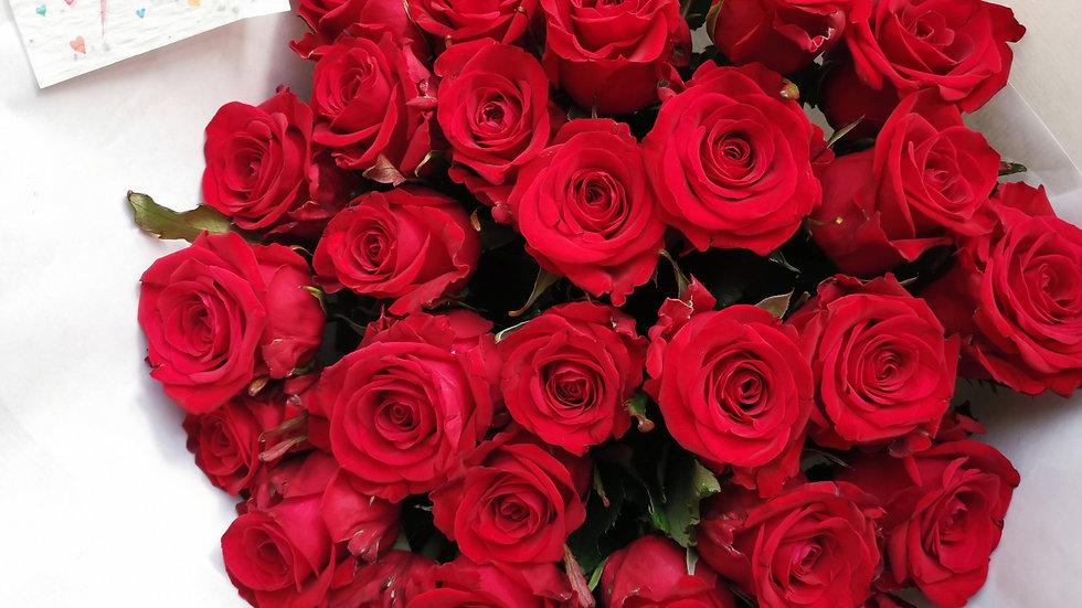 """30 roses rouge pour dire """"je t'aime"""""""