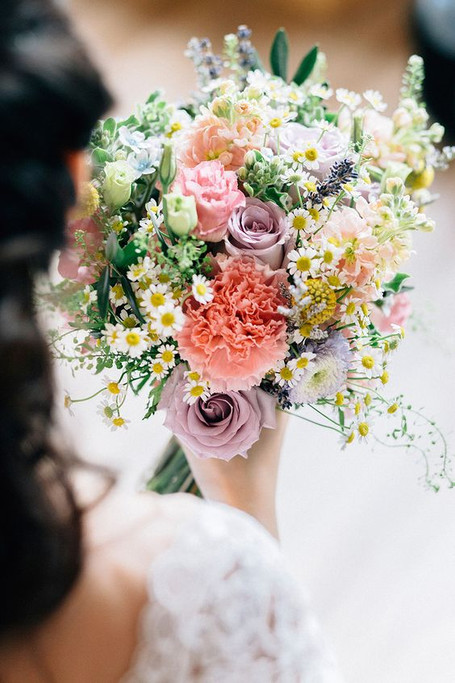 Budget Tip: Pick Seasonal Flowers for Your Wedding