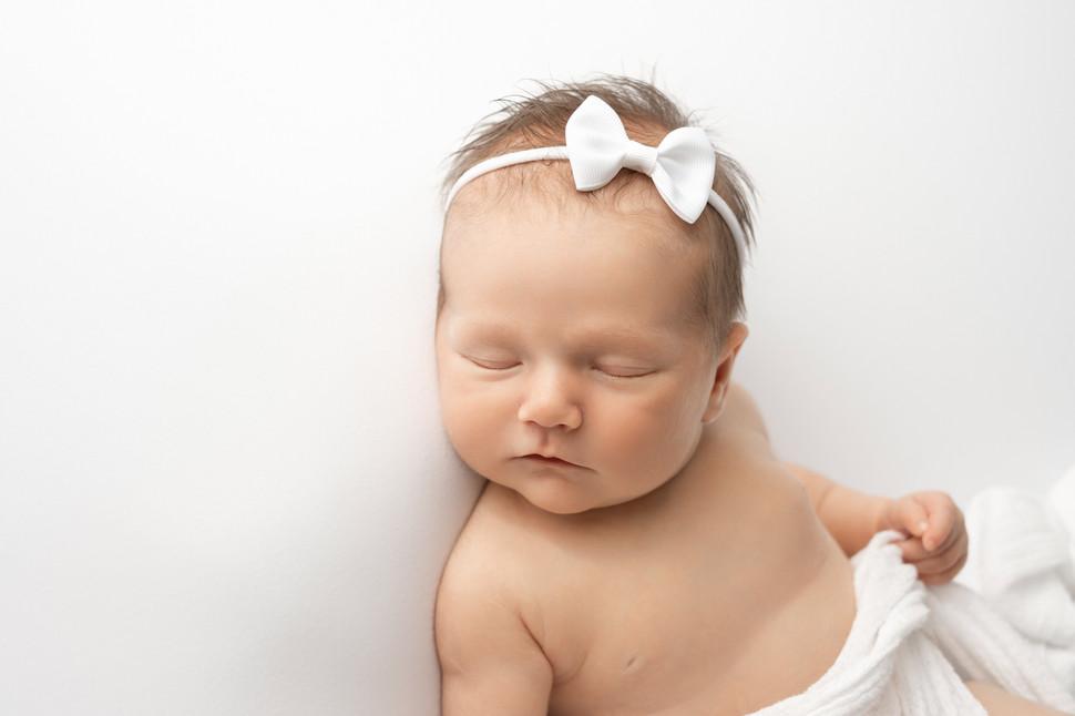 Leah_posed_newborn_03.jpg