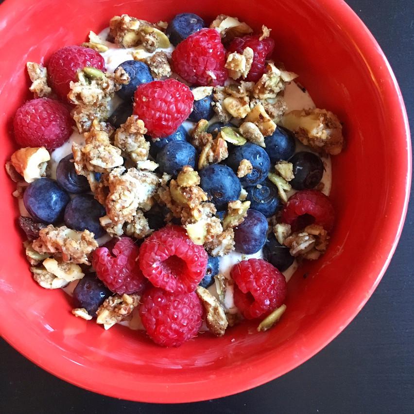 Greek yogurt with berries & granola