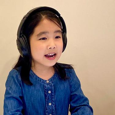 Ashley Yao as Young Sandy