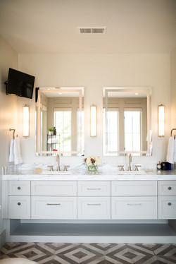 Project Meadow Place Contemporary - Master Bath View 8