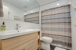 Project Hermosa Modern - Guest Bath View 2