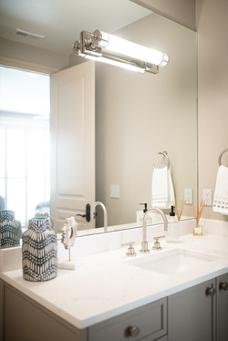 Project Meadow Place Contemporary - Guest Bathroom View 4