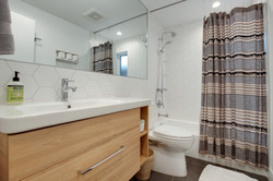Project Hermosa Modern - Guest Bath View 3