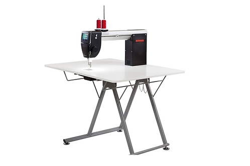 Bernina Q20 Sit-Down Model w Table (Horn)