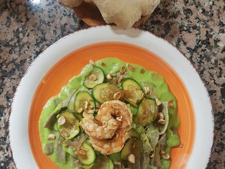 Tempo di zenzero i vs piatti: mini tagliatelle di grano saraceno su crema di zucchine e zenzero