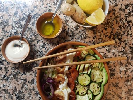 Tempo di zenzero i vs piatti: mix di verdure e gamberi in salsa di yogurt