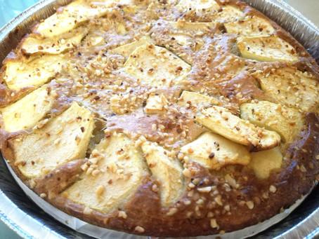 Torta di mele con farina di avena e granella di nocciole