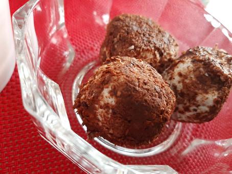 Praline al cocco, cacao amaro e mandorla
