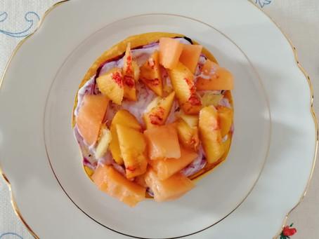 Tempo di zenzero i vs piatti: pancake con yogurt greco, frutta estiva al profumo di zenzero.
