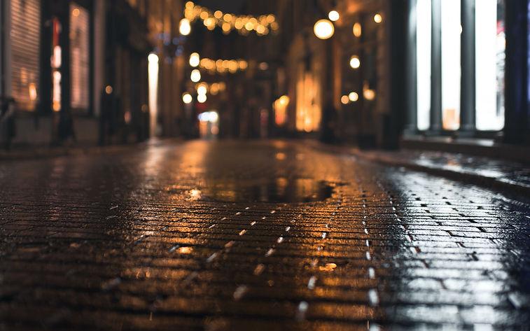 street_paving_stones_puddle_198843_3840x