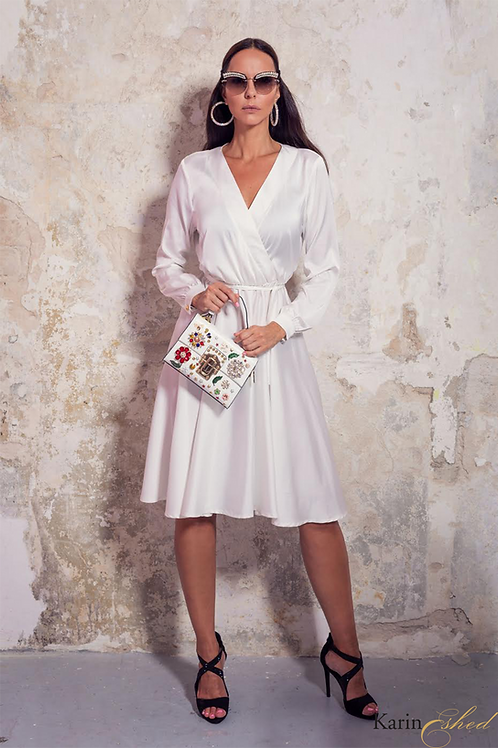 שמלת משי לבנה